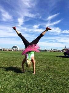 Amanda After4 handstand